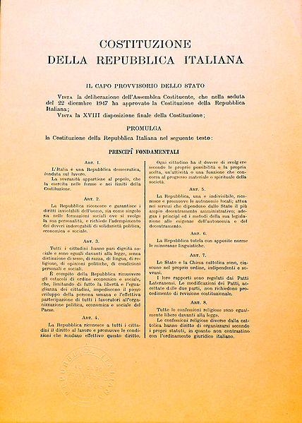Prima pagina della Costituzione Italiana