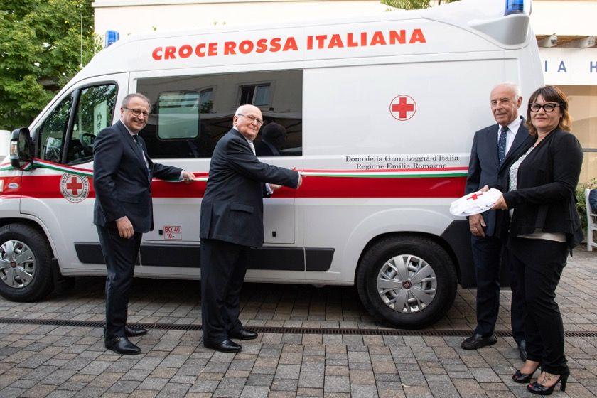 Consegna dell'Ambulanza alla Croce Rossa Italiana