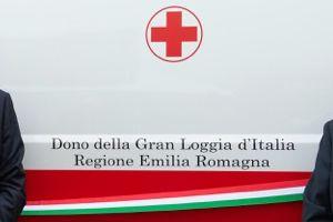 Dettaglio della fiancata dell'ambulanza donata alla Croce Rossa Italiana